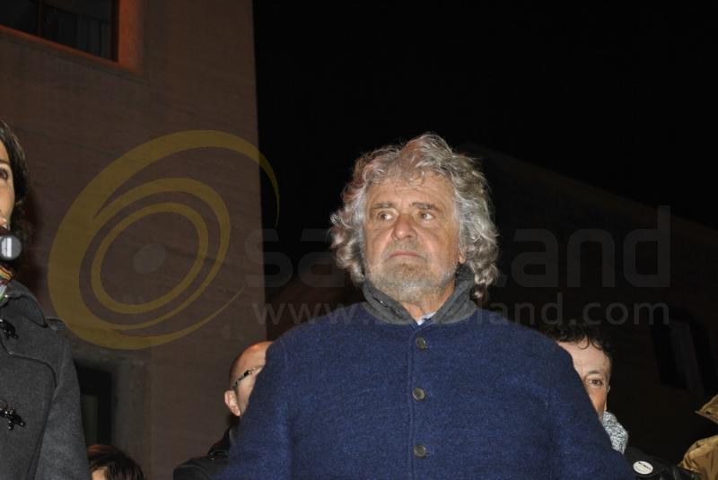 Comizio di Beppe Grillo a Matera e dei candidati alle regionali - 14 novembre 2013 (foto SassiLand)