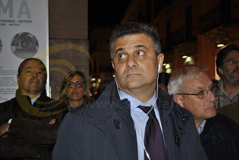 Vito De Filippo al Comizio del PD - 14 novembre 2013 (foto SassiLand)