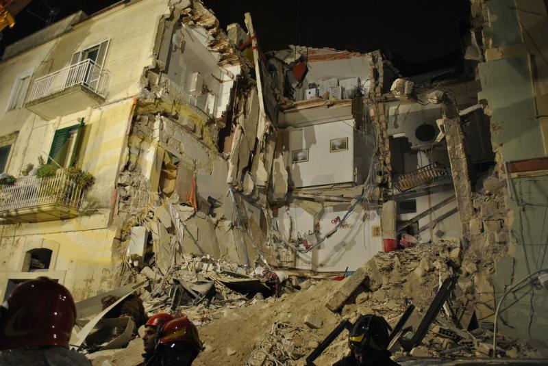 Crollo palazzina a Matera - 11 dicembre 2013 (foto SassiLand)