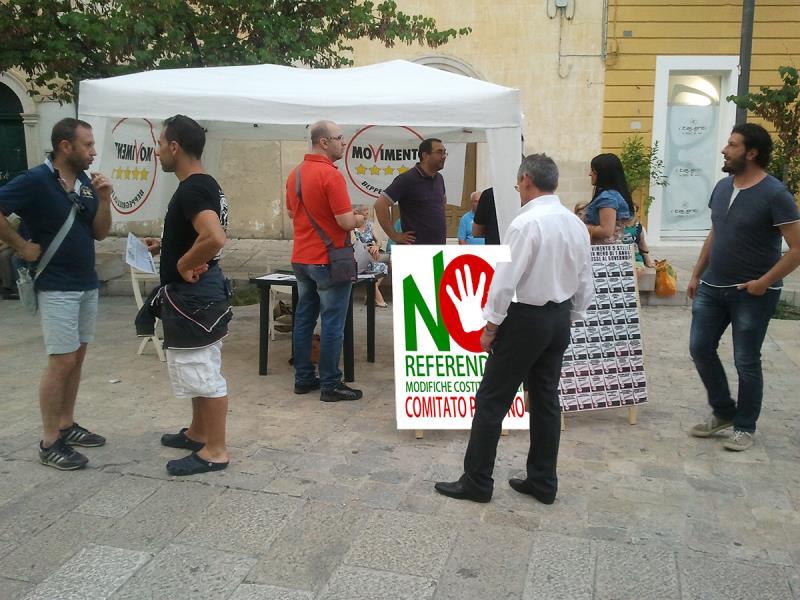 Campagna referendaria per la raccolta firme a sostegno del NO per il referendum costituzionale