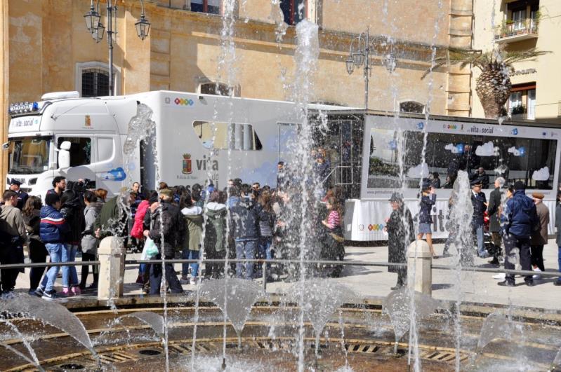 """Il truck """"Una vita da social"""" a Matera"""