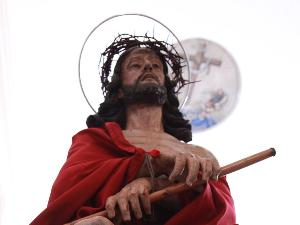 La sofferenza raffigurata dalla statua di Cristo. Le feste religiose molto sentite nel peiodo pasquale rieccheggiano le feste andaluse nel sud della Spagna