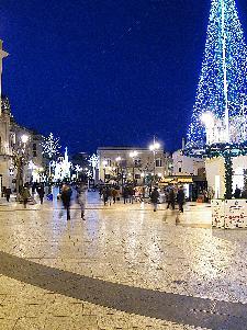 """Scorcio di Piazza Vittorio Veneto in biancazzurro in omaggio ai colori """"sociali"""" della città. 4 gennaio 2011. Forza Matera!"""