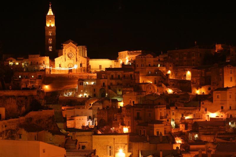 I sassi di Matera innevati la notte di Natale