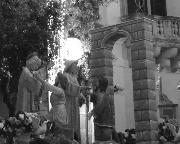Di tufo e cartapesta, di forza e sudore, d'amore e di pace... la colomba annuncia l'arcaico abbraccio divino.  Matera, 2 luglio 2010 – Giovanni