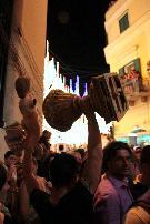 Foto di Gianrocco Centonze scattata il 2 luglio 2010 in Piazza Vittorio Veneto. Trofeo dopo la vittoria dello strappo!
