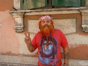 Una simpatico turista spagnolo in giro per la città di Matera. Foto scattata il 9 luglio.