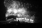"""Foto di Gianrocco Centonze scattata nei Sassi il 2 luglio 2010. Non c'è modo migliore per chiudere la festa, su un tetto, lontano dalla confusione, immersi nel buio e godersi """"la fine""""."""