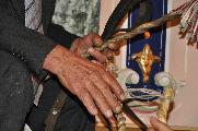 Queste mani parlano di storia ,di tempo vissuto , di memorie, di luoghi