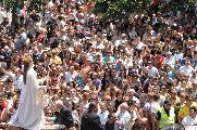 La madonna, tra un mare di gente, regna sovrana.