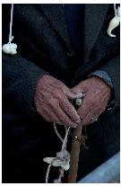 Ecco i pastori che giungon fin dalle prime ore del giorno a venerare e portare in processione il quadro della Madonna Della Bruna.  By Vincenzo Nicoletti