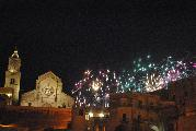 Lo sparo di un fuoco d'artificio come indicatore di festeggiamenti viene introdotto a Matera in occasione della Festa della Bruna prima che in ogni altra manifestazione. Questo elemento profano compare per la prima volta nel 1605. E' una scintilla, una luce breve, un attimo intenso che dona un'emozione senza tempo, una sensazione d'eternità e di divina immortalità...  Matera, 2 luglio 2010 – Michela