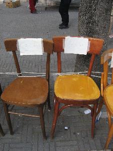 Sedie riservate, piazzate in via del Corso dall'alba fino alla rottura del carro.