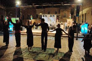 Il saluto dei ballerini che hanno preso parte alla I Serata dei Cavalieri della Bruna.
