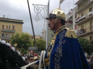 La fierezza del popolo materano è tutta nello sguardo del Generale dei Cavalieri della Madonna della Bruna.