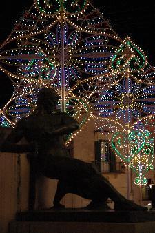 Lo specchio della società materana tra luci e ombre, colte alla vigilia della Festa di Maria Santissima della Bruna.