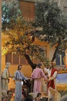 """Via XX settembre angolo Via Lucana, 2 Luglio 2011 I discepoli nell'orto degli ulivi """"la prima eucarestia""""."""
