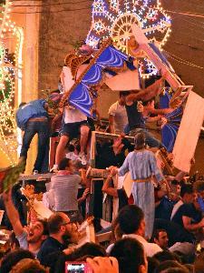 Assalto finale del Carro - Piazza Vittorio Veneto - 2 Luglio 2011