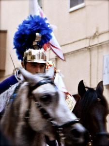 Cavaliere a cavallo in procinto di partire - Via Marconi - 2 luglio 2011