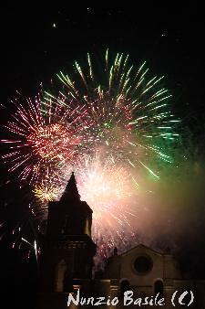 Fuochi d'artificio presso la chiesa di s. Pitro Barisano.