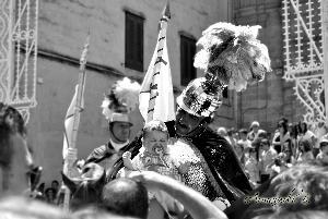 Le tradizioni della foto con i cavalieri non tramonterà mai per fortuna.. Armaiuoli B.