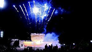 La festa si conclude con gli spettacolari fuochi pirotecnici nel parco del Castello