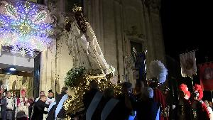 La Madonna della Bruna rientra nella chiesa la sera dell'Ottava