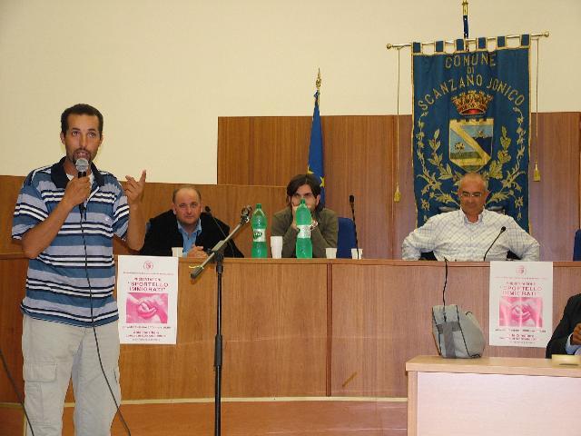 PRESENTATO IERI LO SPORTELLO IMMIGRATI AL COMUNE DI SCANZANO (foto martemix)