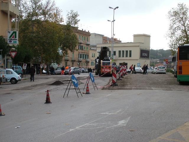 Asfalto nuovo in piazza Matteotti (foto martemix)