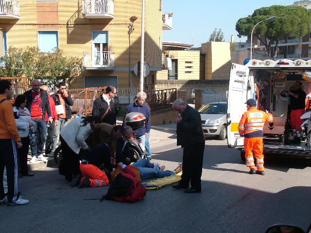 INCIDENTE TRA MOTO E AUTO IN VIA PROTOSPATA