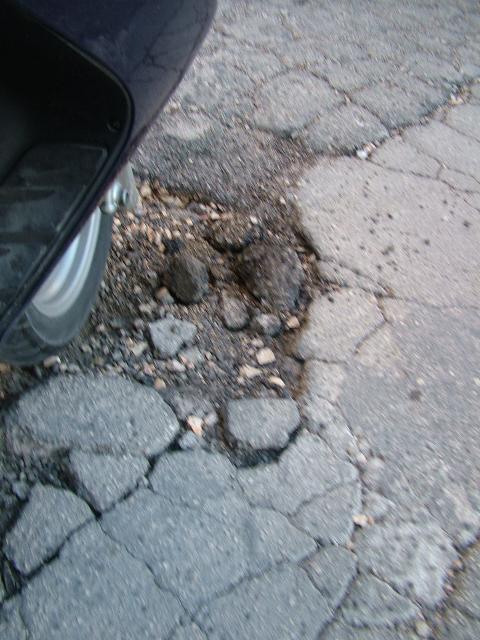 Buche sulle strade materane (foto martemix)