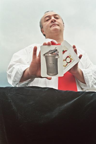ULDERICO PESCE A SCANZANO JONICO CON LO SPETTACOLO SULL´AMIANTO