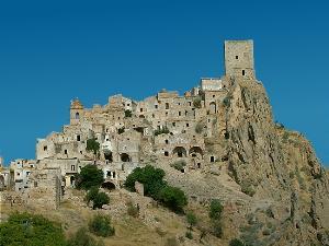 Craco - Citt� vecchia (foto Wikipedia) - Matera