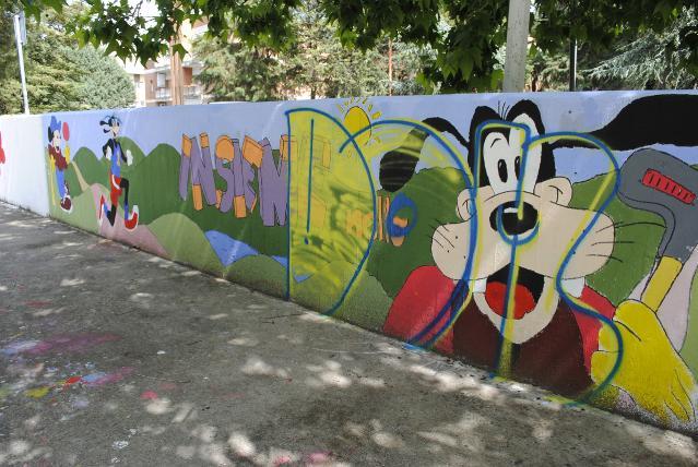 Quartiere Lanera, murales della scuola Nicola Festa, danneggiato