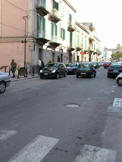 Strade piene di buche in città (foto martemix)