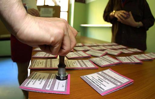 Mistero a Matera sul ritrovamento di schede elettorali bruciate