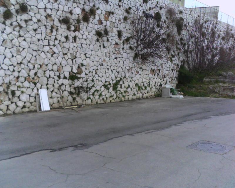 Via Casalnuovo senza cassonetti della spazzatura