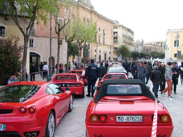 Le Ferrari infiammano Matera