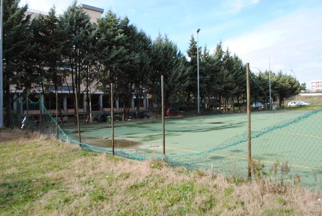 Degrado del campo da calcio di via Lucrezio