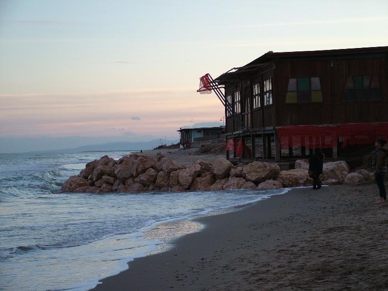 Metaponto, spiaggia ridotta ai minimi termini (foto martemix)