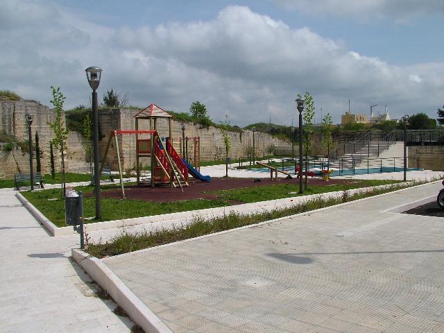 Appena inaugurato il parco è già in degrado (foto martemix)