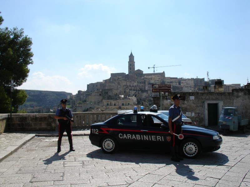 Carabinieri - posto di blocco nei Sassi