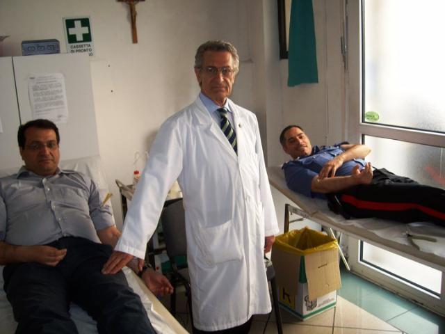 Carabinieri che donano il sangue