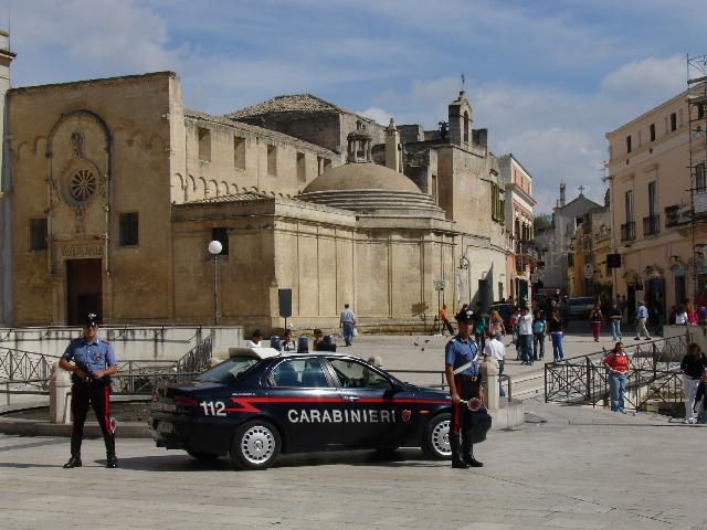 Carabinieri nel centro storico di Matera