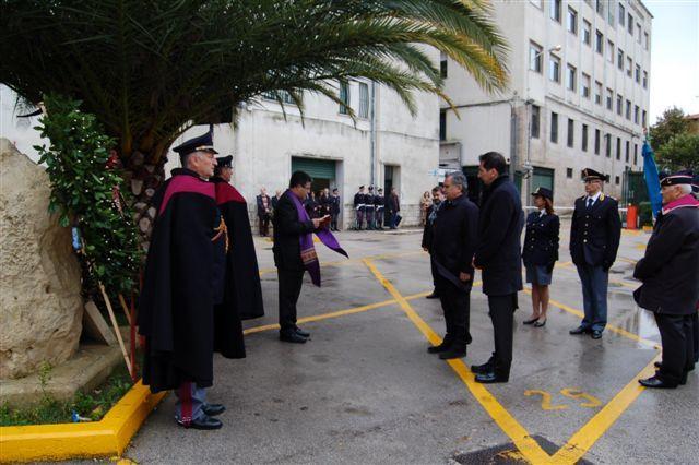 La polizia celebra l'anniversario della fondazione in piazza