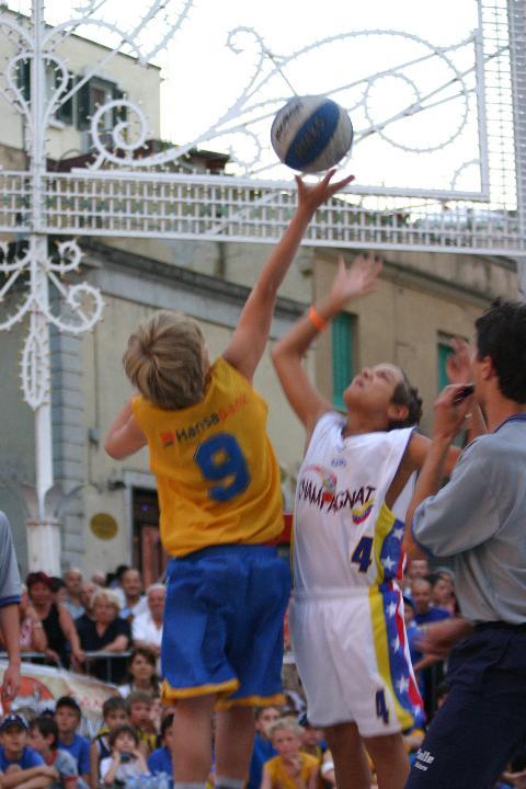 Gara di minibasket durante il Minibasket in Piazza