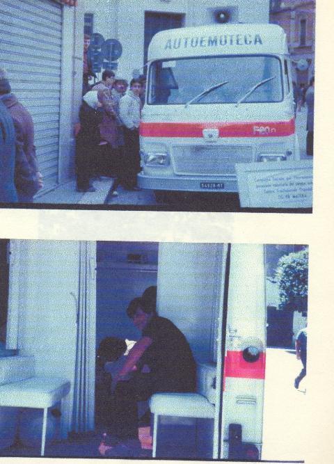 La prima autoemoteca utilizzata nel 1980  per le raccolte di sangue a Grassano nel piazzale della scuola media