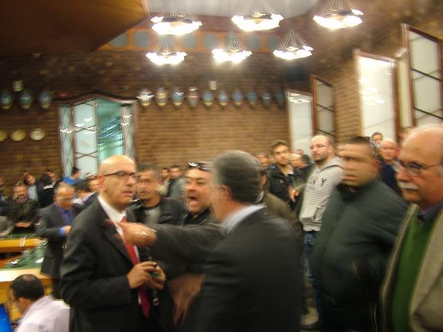 Protesta durante un consiglio comunale