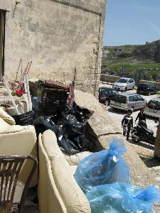Ponte del primo maggio tra i rifiuti (foto martemix)