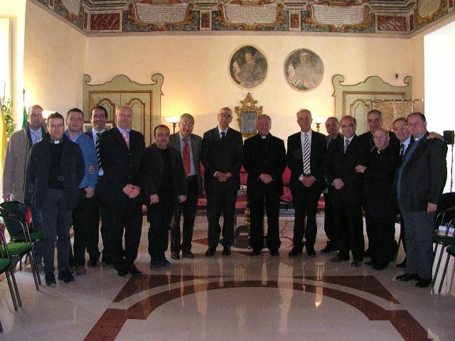 Arcivescovo Mons. Ligorio e rappresentanti istituzionali